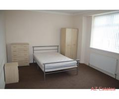 Double Room in Professional House Share near Town Centre
