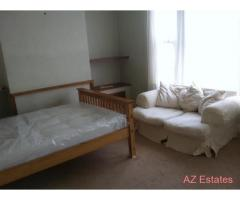 Very large room for rent in shared house.no deposit