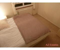 BRIGHT AND AIRY ROOM. INC ALL BILLS. IDEAL FOR TUBE, SHOPS, AMENITIES, BUSES, TRAIN, BARS + MORE