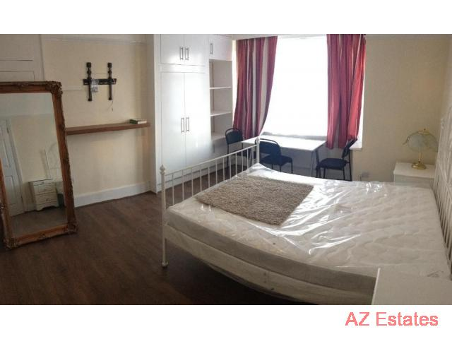 ALL BILLS INCLUDED Ground floor bright double room, private bathroom. Newly refurbished.