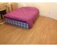 Bed rooms available,in a shared house,close to public transport city,uni,hospital