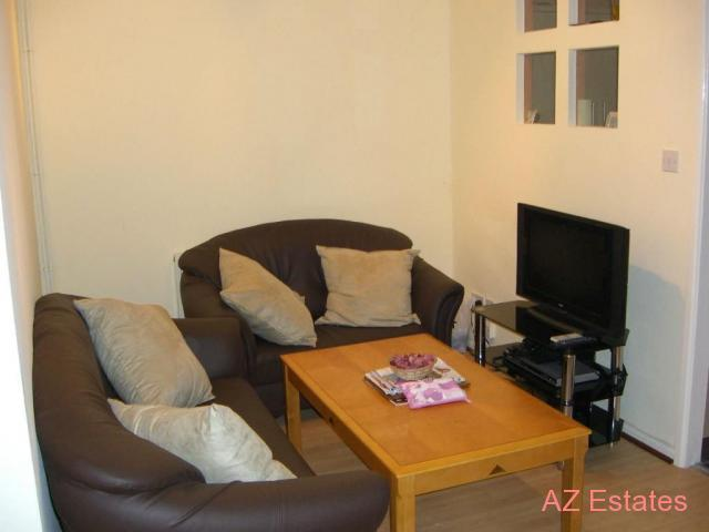Room in a shared House Available Immediately, Close to Uni of
