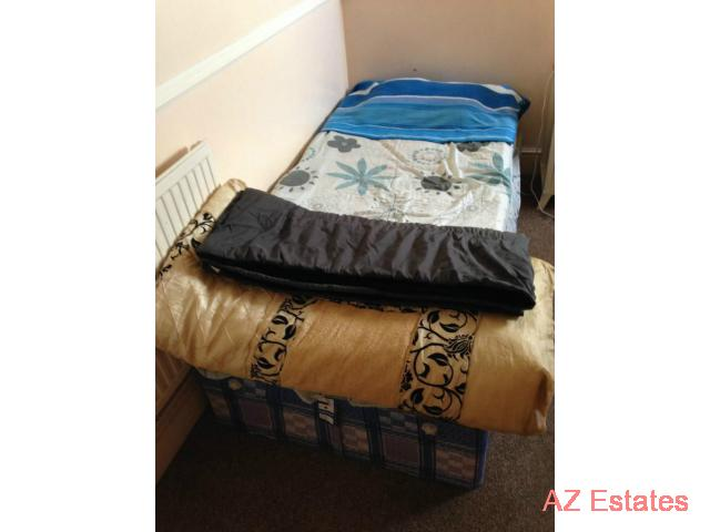 2 BOYS OR 2 GIRLS OR COUPLE REQUIRED FOR A DOUBLE ROOM SHARE IN CANNING TOWN £60 including bills