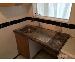 *Excellent location* en-suite double room with private kitchen 2min from Burnt Oak station!!!!!