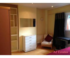 VERY NICE DOUBLE ROOM TO LET IN A LOVELY HOUSE IN EAST ACTON AREA