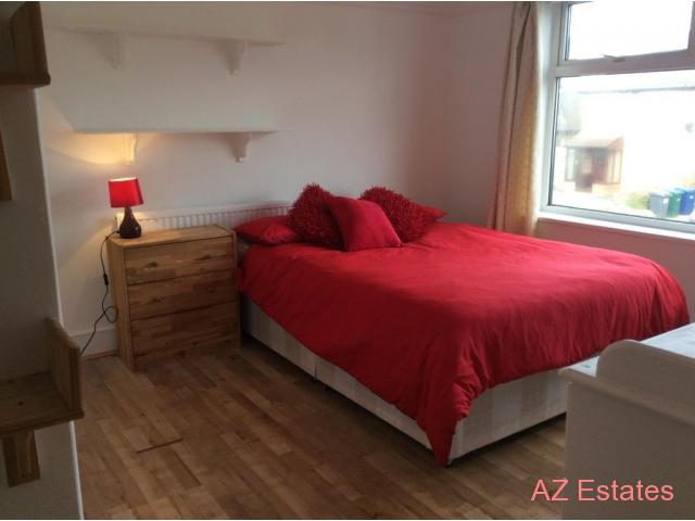 Wonderful Double Room Available Near New Barnet Station. All Bills Included & WiFi.